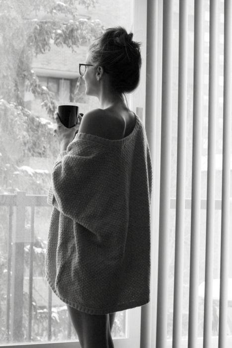 Рисунок девочка в свитере (13)