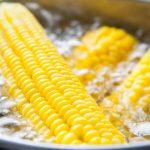Сколько минут нужно варить кукурузу в початках?