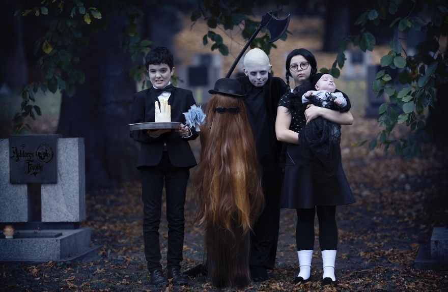 Фотосессия в стиле семейки Аддамс (10)