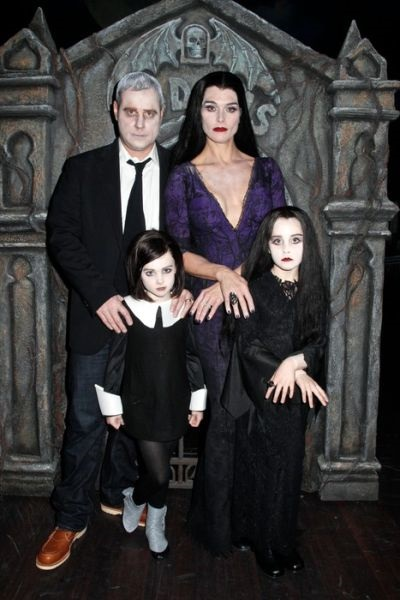 Фотосессия в стиле семейки Аддамс (18)