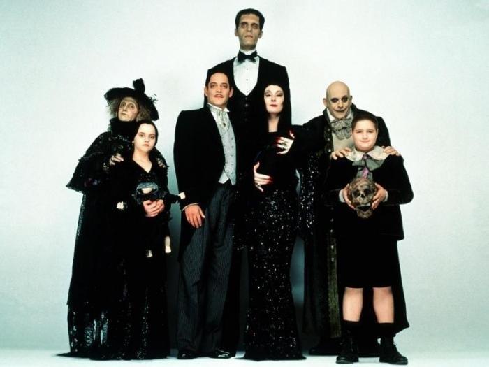 Фотосессия в стиле семейки Аддамс (19)