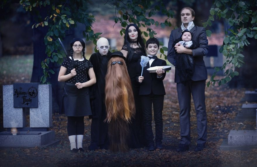Фотосессия в стиле семейки Аддамс (4)