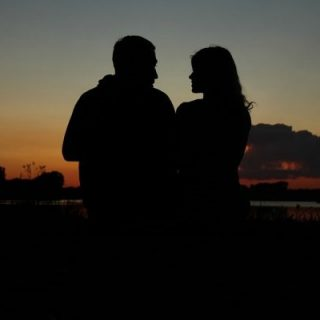 Картинки девушка и парень спиной друг к другу (14)
