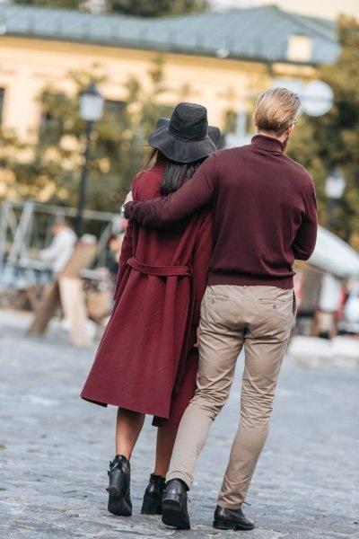 Картинки девушка и парень спиной друг к другу (3)
