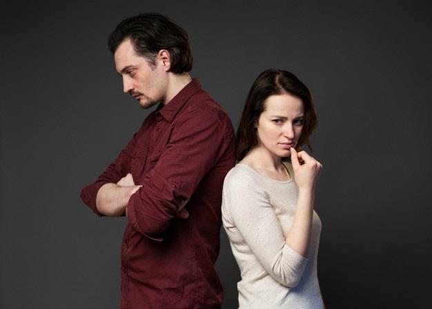 Картинки девушка и парень спиной друг к другу (6)