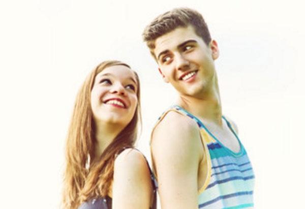 Картинки девушка и парень спиной друг к другу (7)