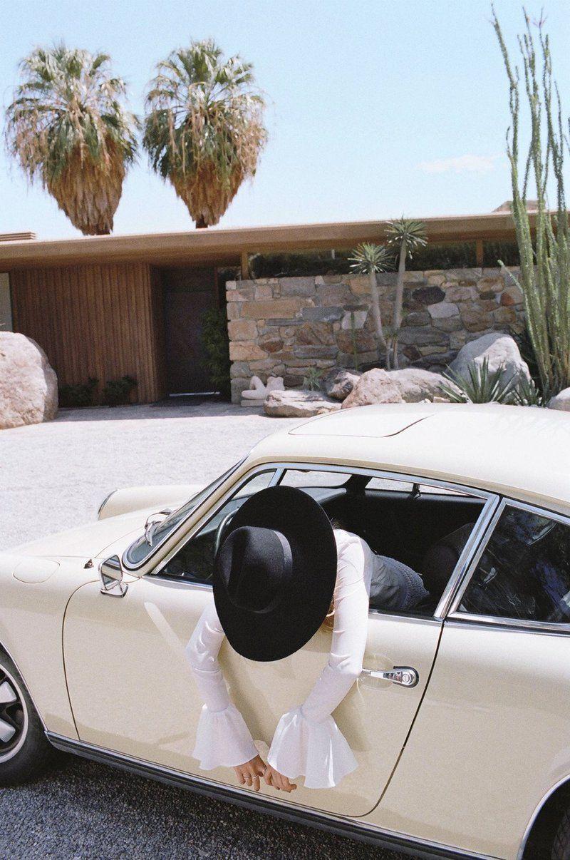 Возле машины фото девушек   подборка (4)