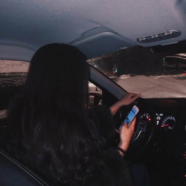 Красивые фото пар в машине ночью (14)