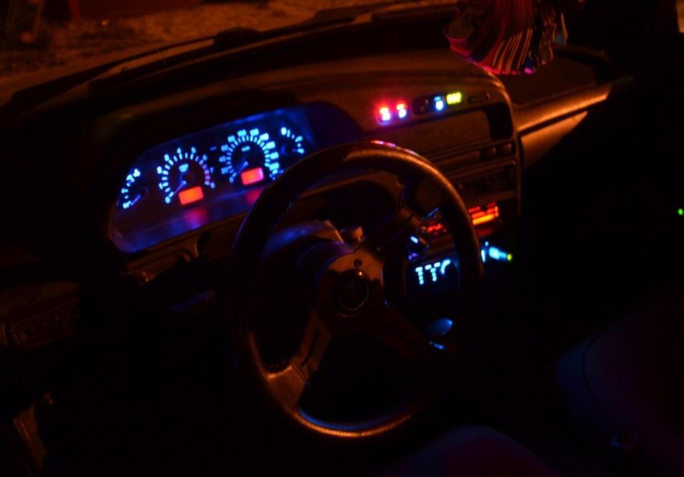 Красивые фото пар в машине ночью (15)