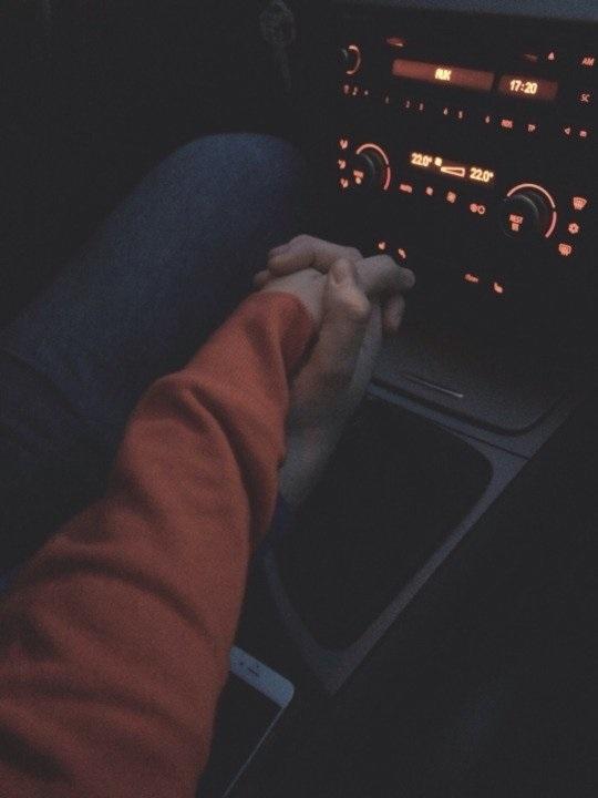 Красивые фото пар в машине ночью (21)
