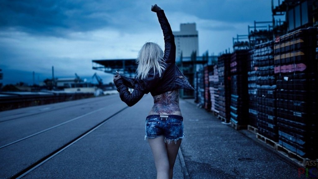 Девушки в джинсовых шортах на аву - лучшие фото (29)
