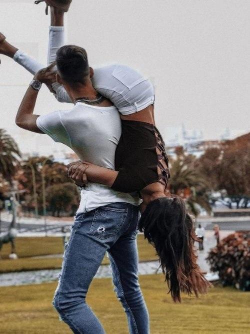 Красивые картинки девушка у парня на плече - 2021 год сборка (11)