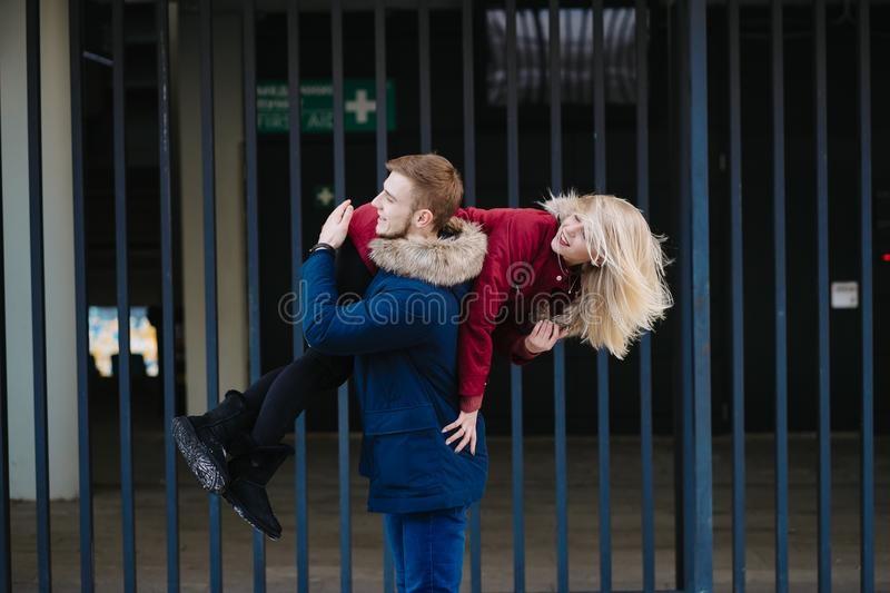 Красивые картинки девушка у парня на плече - 2021 год сборка (18)