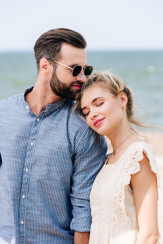 Красивые картинки девушка у парня на плече - 2021 год сборка (7)