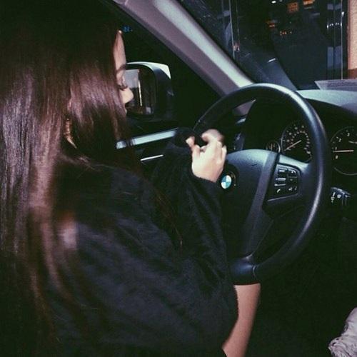 Девушка на аву на машине - топ аватарки за 2021 год (11)