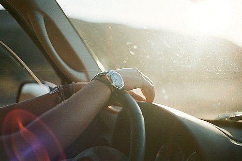 Девушка на аву на машине - топ аватарки за 2021 год (14)