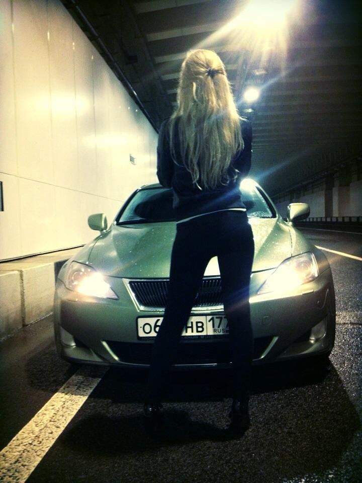 Девушка на аву на машине - топ аватарки за 2021 год (16)