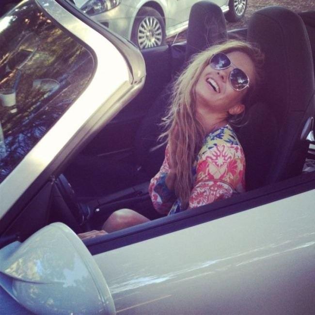 Девушка на аву на машине - топ аватарки за 2021 год (2)