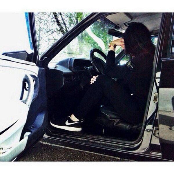 Девушка на аву на машине - топ аватарки за 2021 год (20)
