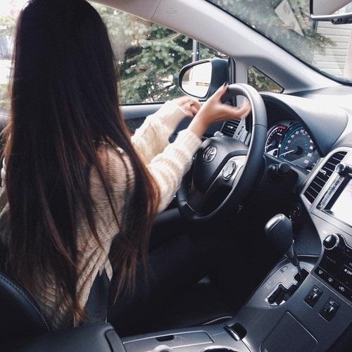 Девушка на аву на машине - топ аватарки за 2021 год (4)