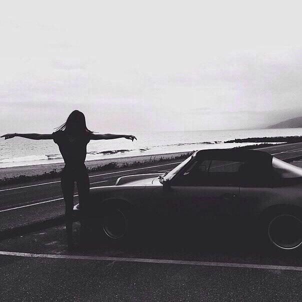 Девушка на аву на машине - топ аватарки за 2021 год (6)