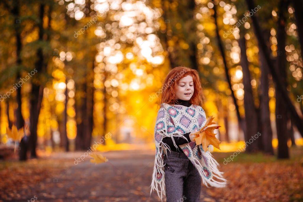Рыжая девушка и осень - красивые картинки за 2021 год (12)