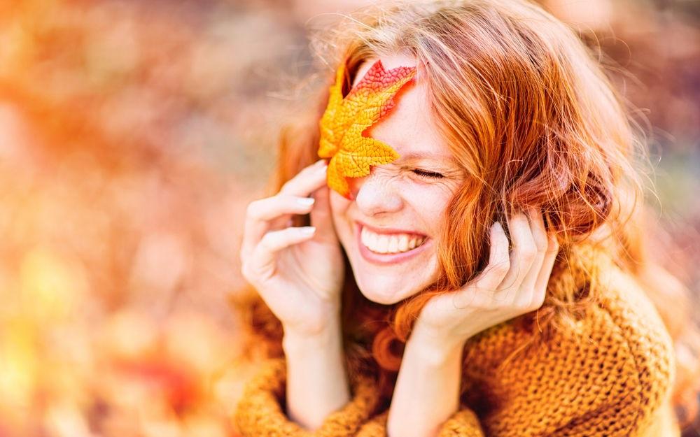 Рыжая девушка и осень - красивые картинки за 2021 год (15)