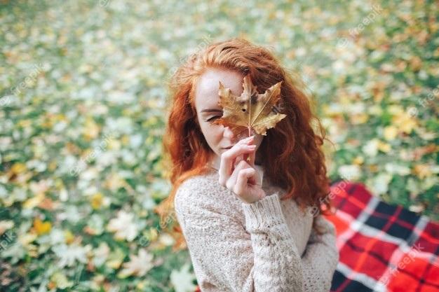 Рыжая девушка и осень - красивые картинки за 2021 год (24)