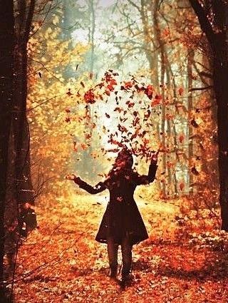 Девушка в лесу спиной фото и картинки - подборка (17)