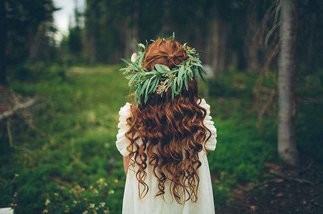Девушка в лесу спиной фото и картинки - подборка (25)