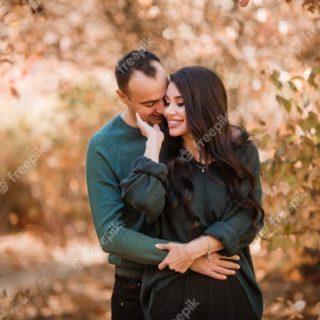 Удивительные фото влюбленных в осеннем лесу (8)